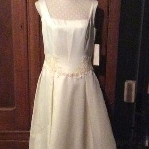 Casual ivory satin wedding gown sz 11/12